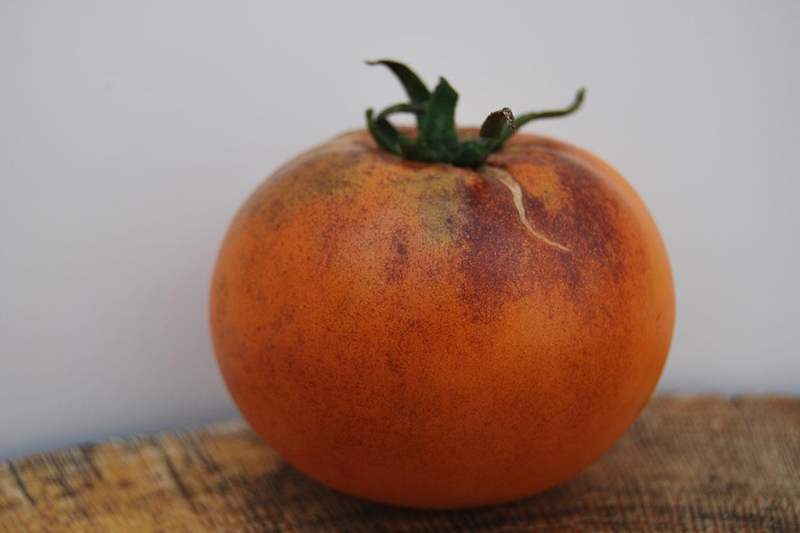 Томат Оранжевая мякоть с фиолетовыми пятнами